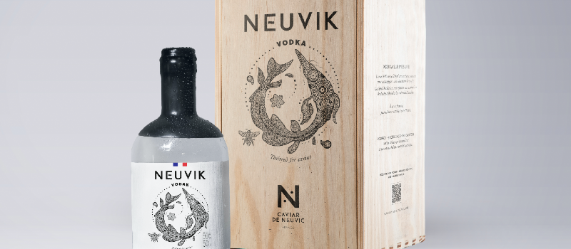 Vodka Neuvik et son coffret en bois